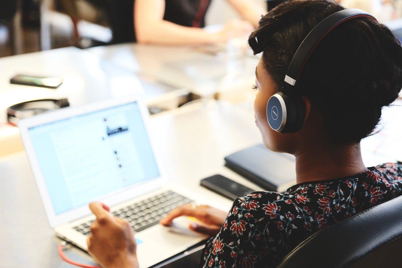Travailler en musique nous rend-il plus productif ?