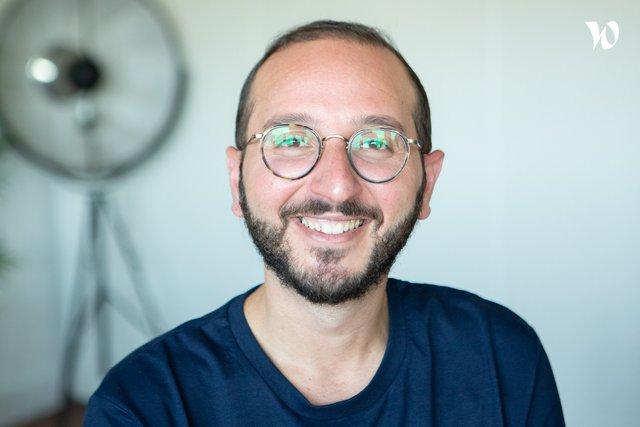 Rencontrez Omar, GM of Auto - Lovys
