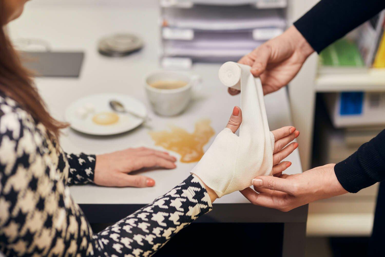Pracovní úrazy v praxi: Na co máte právo