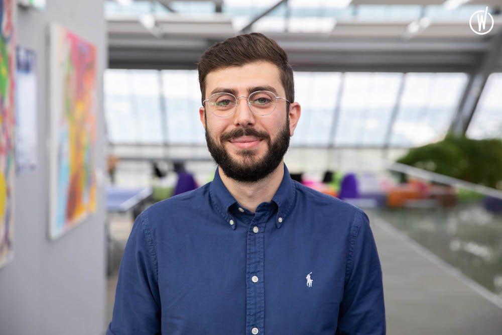 Rencontrez Tarek, Spécialiste voix des clients - Roche France