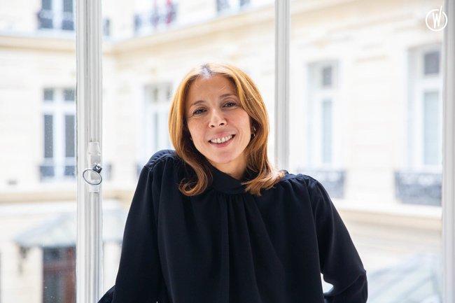 Rencontrez Naima, Présidente - Une Robe Un Soir
