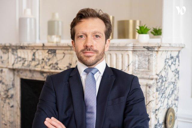 Rencontrez Cyrille, Conseiller en Investissements Financiers - MIRARI Wealth Management