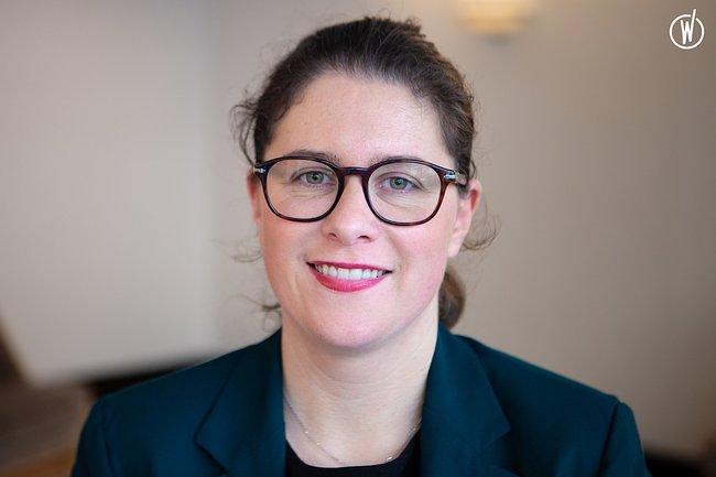 Rencontrez Louise, Directrice de relation clientèle - HOTEL DU COLLECTIONNEUR
