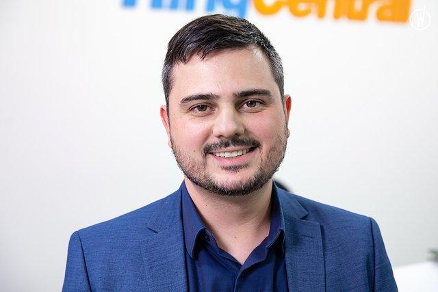 Rencontrez Julien, Marketing Director - RingCentral Engage Digital - RingCentral