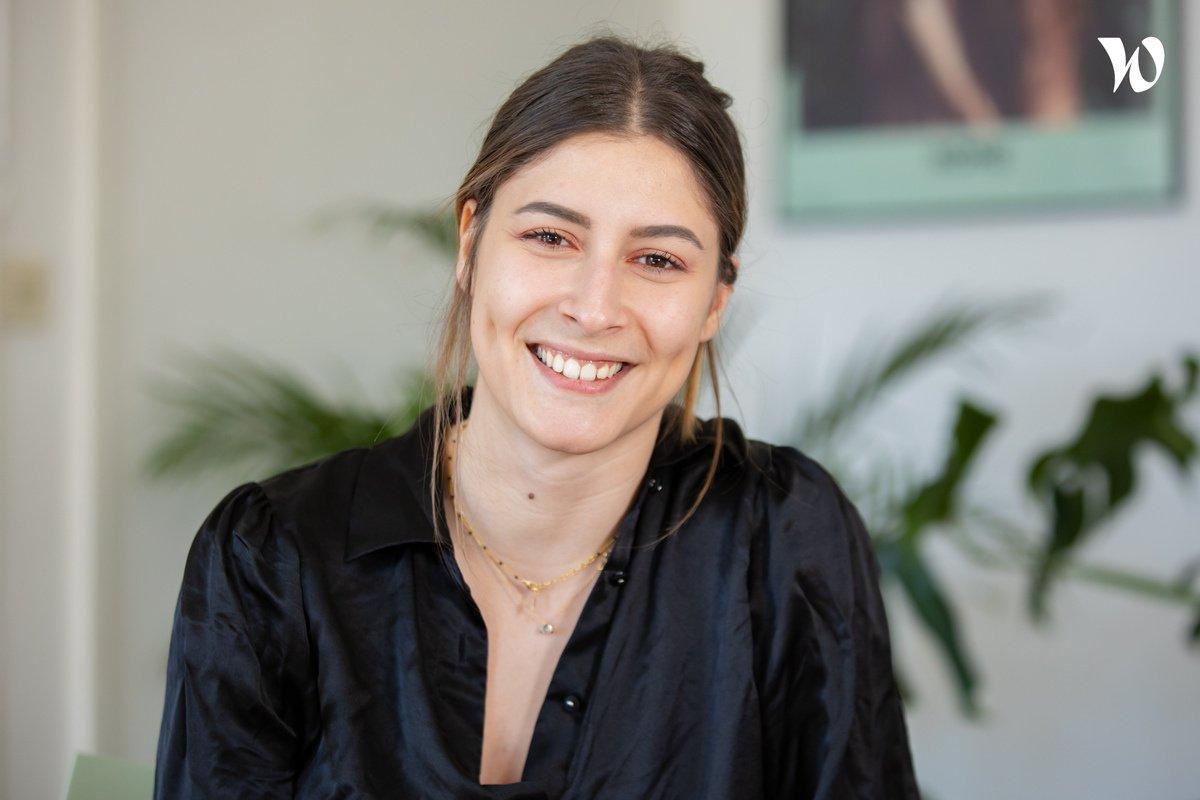 Rencontrez Lola, Chef de groupe - Pixies Agency