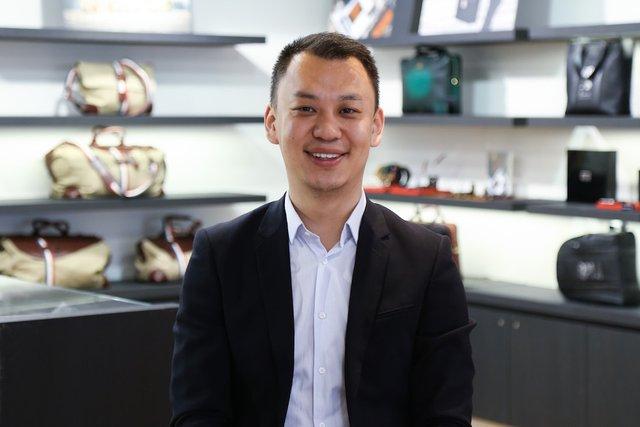 Rencontrez Mingyang, Directeur de la Boutique rue de la Paix - S.T. DUPONT